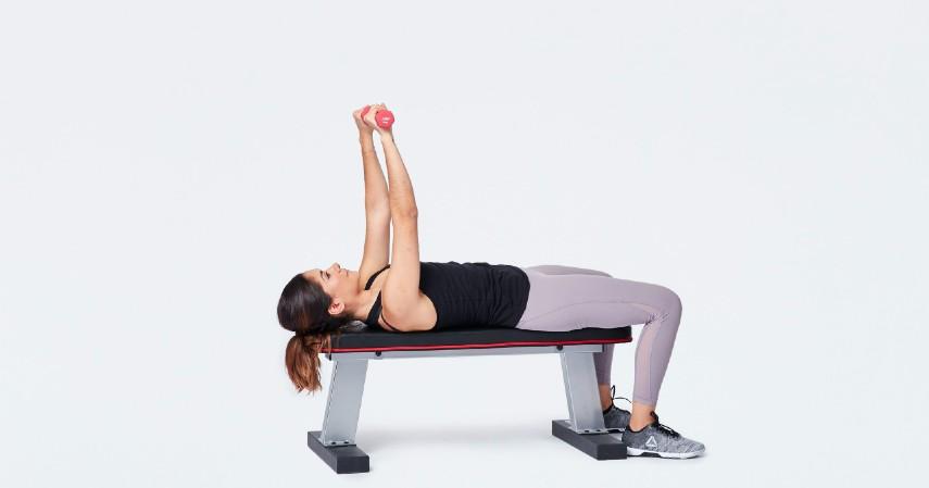 Gerakan olahraga yang dapat memperbesar payudara - Chest Press Extentions