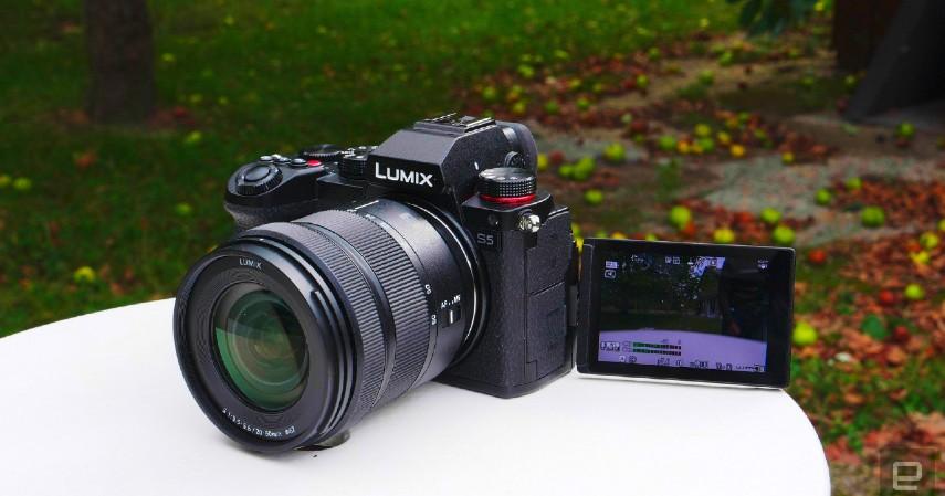 kamera yang cocok untuk vlog - Panasonic Lumix S5