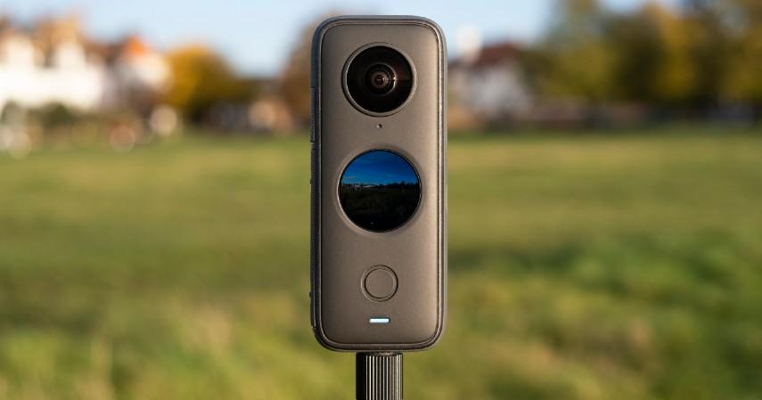 kamera yang cocok untuk vlog -  Insta360 One X2