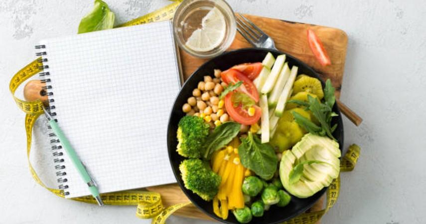Cara meningkatkan imun tubuh secara alami - Makanan dengan gizi seimbang