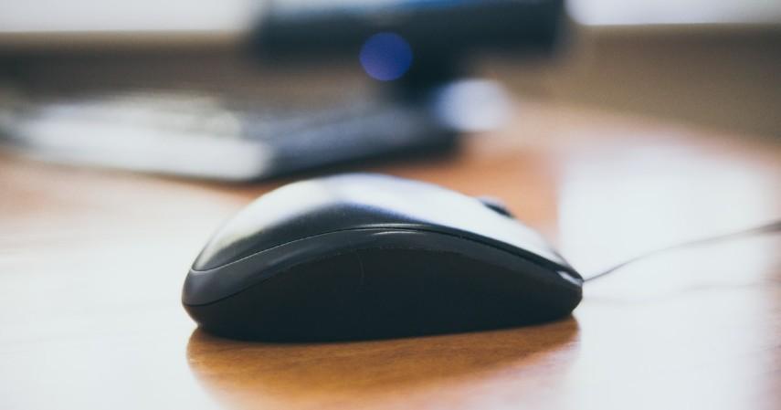 Cara menyalakan laptop yang sleep - Mouse