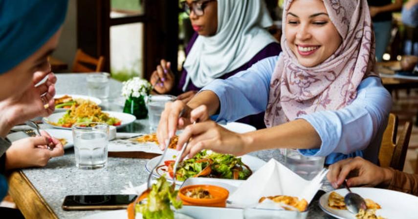 Tips tetap semangat saat puasa - Makan seimbang