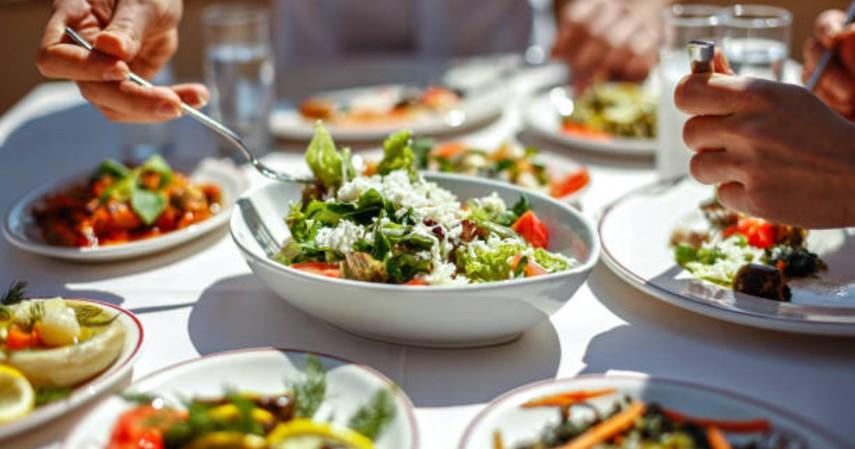 tips saat puasa agar tidak bau mulut - konsumsi buah dan sayur