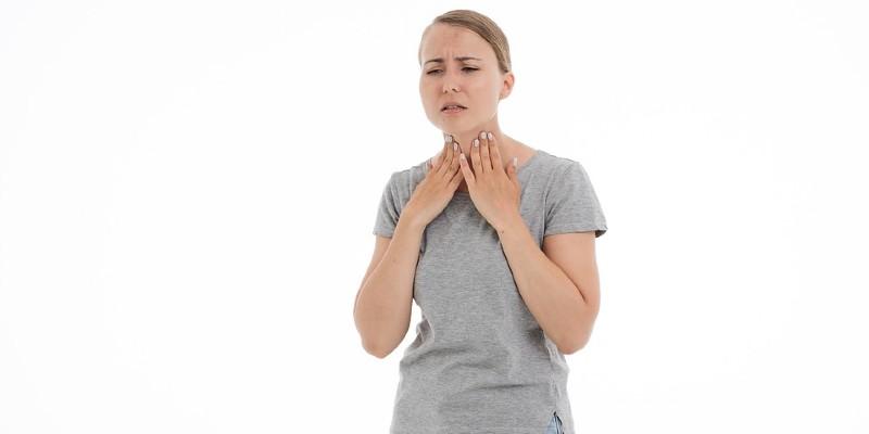 gejala penyakit jantung - sakit tenggorokan
