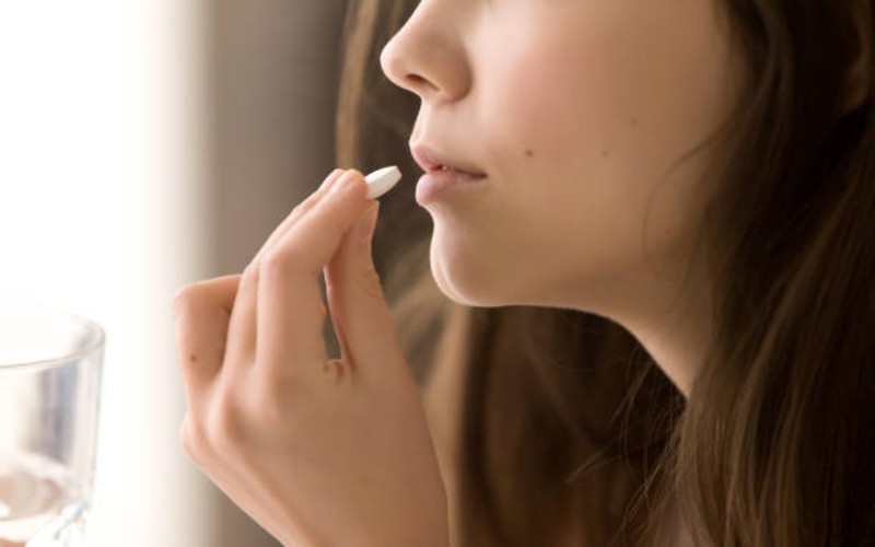 cara mengatasi badan lemas - mengonsumsi vitamin