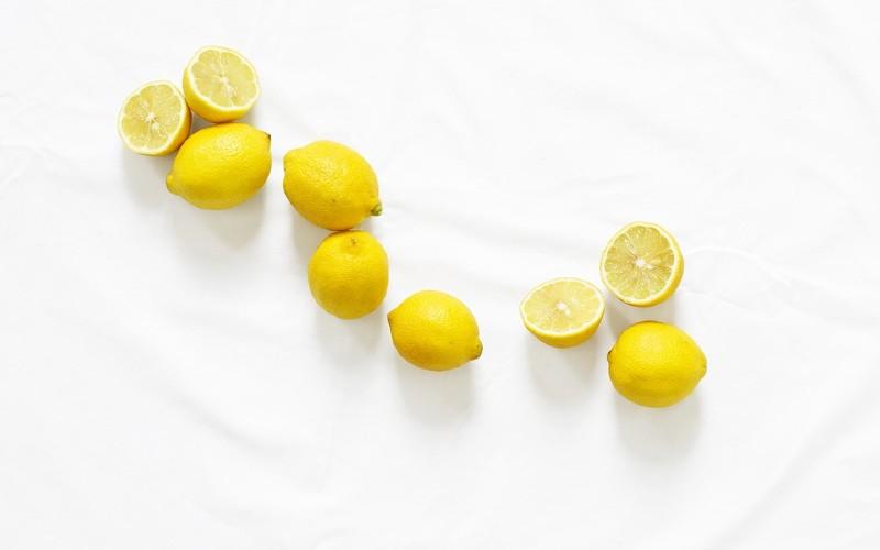 cara menghilangkan bekas jerawat - lemon